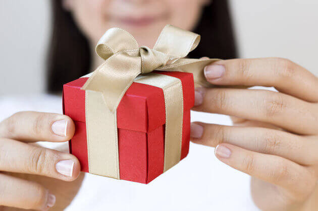 Giving gifts that promote feelings of closeness